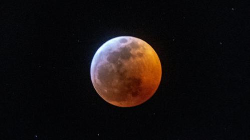EN IMAGES. De Tours à Mexico en passant par Vienne... L'éclipse totale de Lune en dix photos