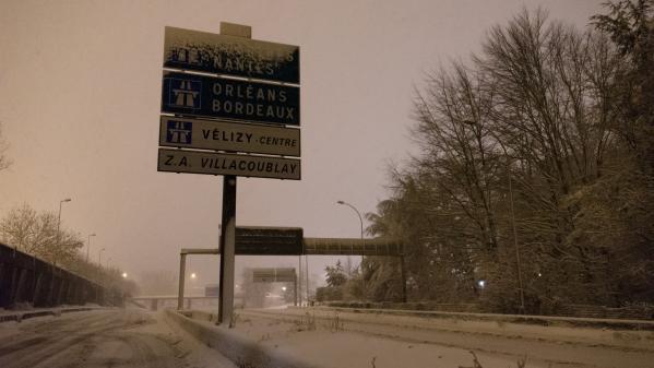 Transports scolaires annulés, vitesses réduites, restrictions pour les poids lourds : les perturbations à venir à cause des chutes de neige