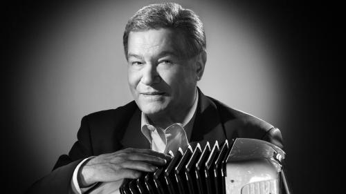 Marcel Azzola, légende de l'accordéon et accompagnateur de Jacques Brel, Edith Piaf ou encore Barbara, est mort à 91 ans