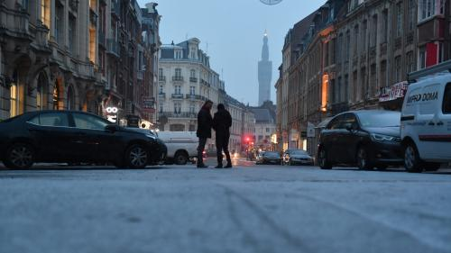 Transports scolaires annulés, vitesses réduites, restrictions pour les poids lourds : la neige cause de nombreuses perturbations