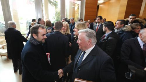 DIRECT. Grand débat : Macron échange avec une soixantaine d'élus à Valence, après s'être entretenu avec Wauquiez