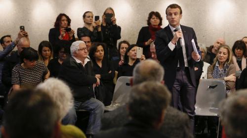 """VIDEO. """"Je ne suis pas un héritier"""": Emmanuel Macron est interpellé sur son passé de banquier d'affaires chez Rothschild"""