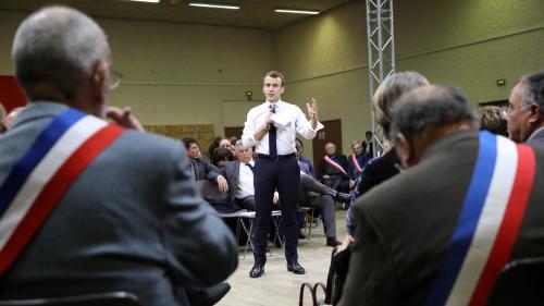 Grand débat national : les heures de dialogues de Macron avec les maires seront-elles décomptées de son temps de parole ?