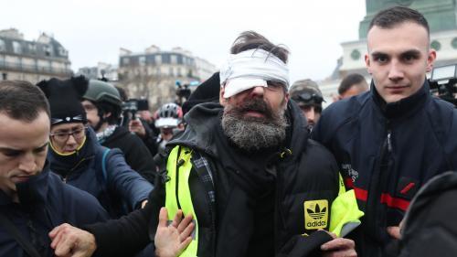 """VIDEO. """"Gilets jaunes"""" : une journée sous tension dans les rues de Paris"""