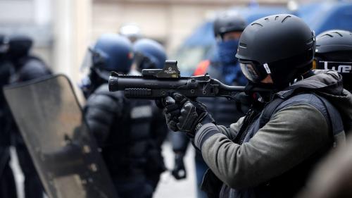 """Caméras sur les forces de l'ordre équipées de LBD : un """"effet d'annonce"""" selon le journaliste David Dufresne"""