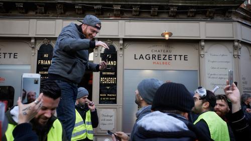 """""""Gilets jaunes"""" : Maxime Nicolle, l'une des figures du mouvement, brièvement interpellé lors d'une manifestation à Bordeaux"""