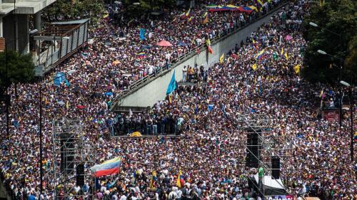 VIDEO. Dans le plus grand bidonville du Venezuela, les habitants soutiennent encore Maduro (mais le doute gagne)