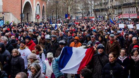 100% authentifié nouvelle qualité 100% authentique A la Marche républicaine des libertés, l'impossible dialogue ...