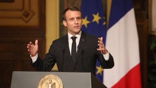 """""""Gilets jaunes"""" : Macron """"déplore"""" les 11 morts et souligne """"qu'aucun n'a été victime des forces de l'ordre"""""""