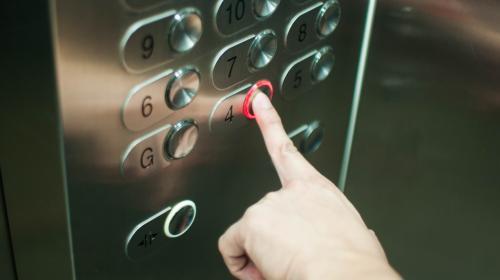 Etats-Unis : une femme de ménage coincée 3 jours dans l'ascenseur d'un milliardaire à New York