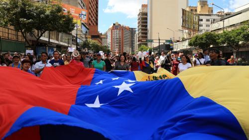 """Venezuela : la France """"exige la libération"""" des deux journalistes de l'émission """"Quotidien"""" arrêtés à Caracas"""