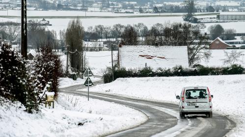 Météo : huit départements du nord de la France placés en vigilance orange pour neige et verglas