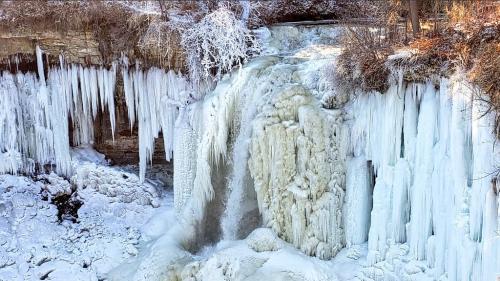 """VIDEO. Paysages blancs, températures glaciales... Qu'est-ce que le """"vortex polaire"""" qui fait grelotter les Etats-Unis ?"""