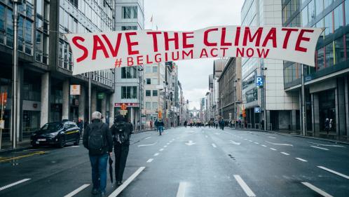 """""""On veut bien éteindre la lumière, mais faut pas se foutre de notre gueule"""" : des militants belges interpellent leurs ministres sur le climat"""