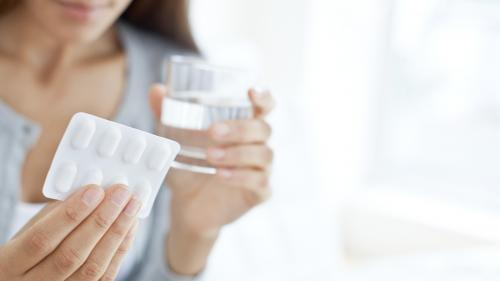 """Décontractyl, Toplexil… La revue """"Prescrire"""" actualise sa liste noire des médicaments à éviter"""