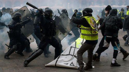"""VIDEO. """"Il faut aligner deux-trois bastos"""" : les commentaires de policiers qui surveillent les manifestations depuis le PC sécurité de Toulouse interpellent le web"""