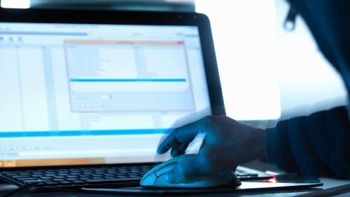Piratage informatique : trois hommes mis en examen dans une affaire d'escroquerie qui a fait 8000 victimes