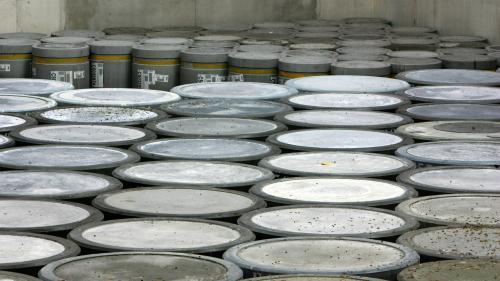 Va-t-on se retrouver avec des déchets nucléaires recyclés dans nos objets du quotidien ?   https://www.francetvinfo.fr/societe/nucleaire/va-t-on-se-retrouver-avec-des-dechets-nucleaires-recycles-dans-nos-objets-du-quotidien_3172553.html…pic.twitter.com/G