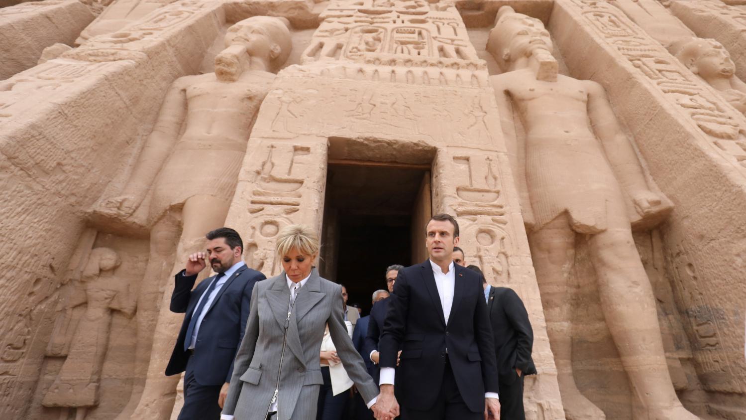 نتيجة بحث الصور عن Brigitte Macron + sneaker + Louis Vuitton