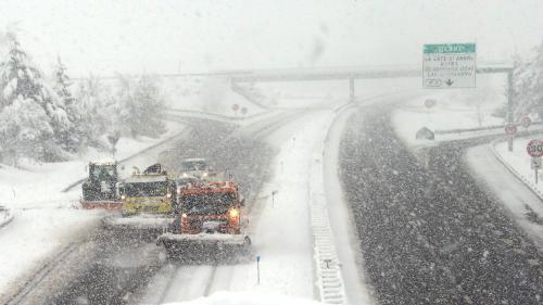 Isère : les automobilistes bloqués sur l'A48 par la neige ont été évacués dans la nuit