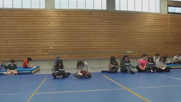 Éducation : des collégiens prennent le temps d'une pause lecture en Ardèche