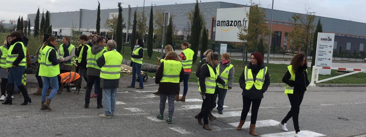 Amazon licencie des salariés qui ont affiché leur soutien aux blocages des «gilets jaunes»