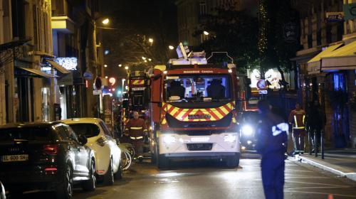 Un violent incendie fait huit morts et une trentaine de blessés dans un immeuble à Paris