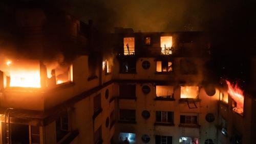 """RECIT. """"Elle a dû mettre le feu chez moi pour se venger"""" : mardi, en pleine nuit, un incendie ravage un immeuble de la rue Erlanger, à Paris"""