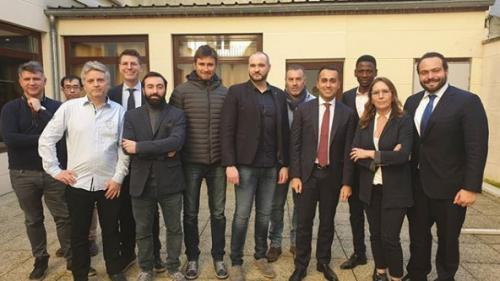 """""""Cela donne une valeur internationale à notre action"""" : des """"gilets jaunes"""" rencontrent le vice-Premier ministre italien"""