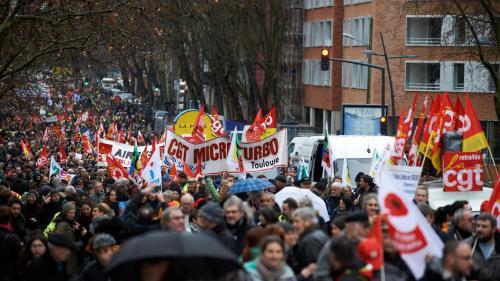 """Manifestation des syndicats et des """"gilets jaunes"""" : 300 000 personnes selon la CGT, 137 200 selon le gouvernement"""