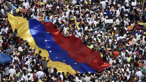 Guerre civile, putsch militaire ou négociations : vers quoi s'oriente la crise au Venezuela ?