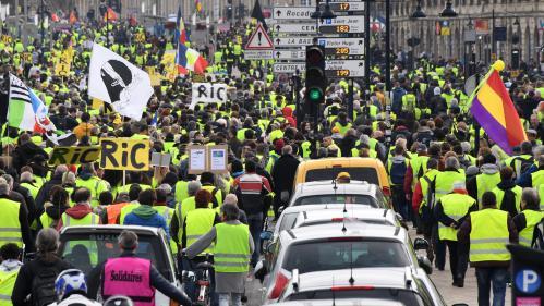 """DIRECT. """"Gilets jaunes"""" : 51 400 personnes ont manifesté en France, selon le ministère de l'Intérieur, des chiffres en légère baisse"""