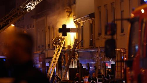 Lyon : une femme et un enfant sont morts après une explosion suivie d'un incendie dans un immeuble