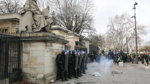 """""""Gilets jaunes"""" : ce que l'on sait du manifestant qui a eu la main arrachée devant l'Assemblée nationale"""