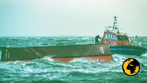 ENQUETE FRANCEINFO. Comment les conteneurs tombés à l'eau deviennent un vrai mal de mer