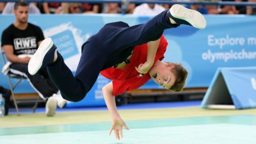 VIDEO. Le breakdance, bientôt aux Jeux olympiques ? Voici une démonstration d'un jeune champion français