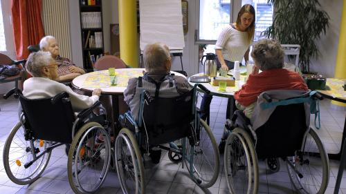 """Ehpad : """"Le reste à charge supporté par les familles est trop élevé"""", selon le président de la Mutualité française"""