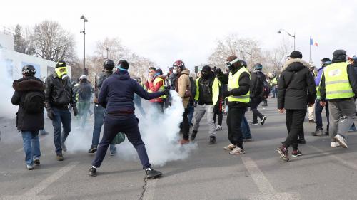 Manifestant blessé à la main à Paris : un collectif d'avocats saisit le Conseil d'Etat pour interdire la grenade mise en cause