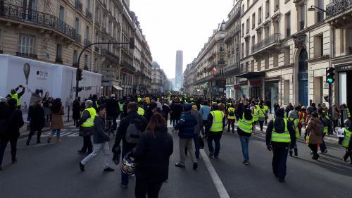 """Les """"gilets jaunes"""" sont deux fois plus nombreux que la moyenne à croire que l'attentat de Strasbourg est une manipulation du gouvernement   https://www.francetvinfo.fr/economie/transports/gilets-jaunes/info-franceinfo-les-gilets-jaunes-sont-deux-fois-plu"""