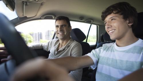 Un rapport parlementaire propose d'abaisser l'âge de la conduite à 17 ans