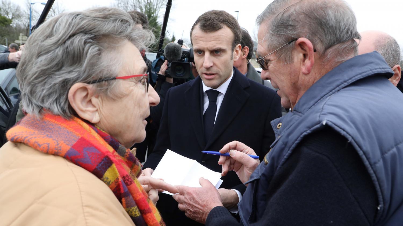 Emmanuel Macron a-t-il vraiment aidé les Français qui l'avaient interpellé lors de ses déplacements ?