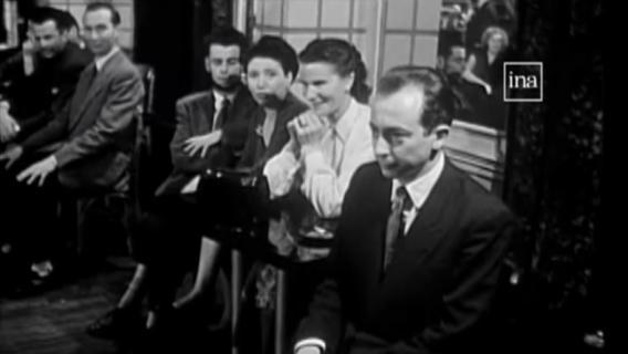 """Le \""""bal des timides\"""", en 1953."""