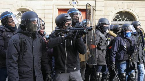 """""""Gilets jaunes"""": le Parlement européen adopte une résolution non contraignante pour dénoncer le recours aux lanceurs de balles de défense"""