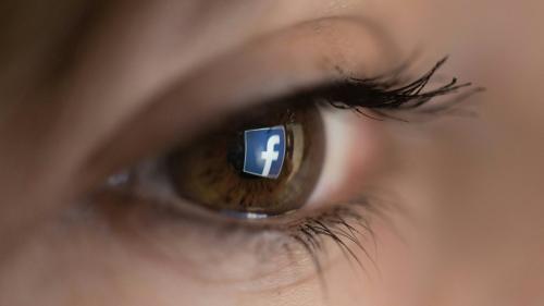 """Cyberharcèlement : Il faut """"faire des progrès importants en matière de discours de haine"""", affirme un responsable de Facebook France"""