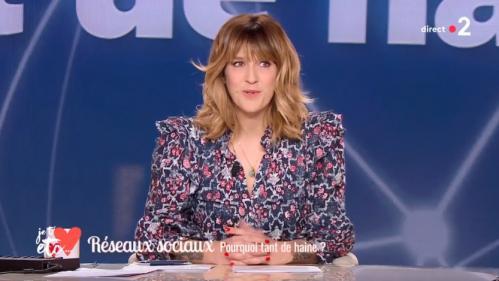 """VIDEO. """"Un moment terrifiant de ma vie"""": Daphné Burki évoque sur France2 le harcèlement en ligne qu'elle a subi"""