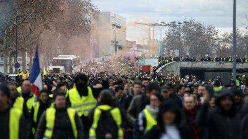 """VIDEO. """"Gilets jaunes"""" : mobilisation en ordre dispersé en région, pour la 14e journée de manifestations"""