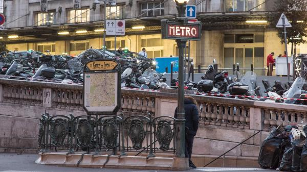Paris : une personne dans un état grave après une attaque au produit chimique à la gare de Lyon