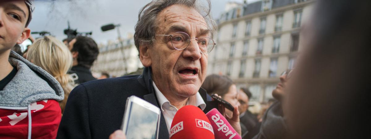 """VIDEO. """"Sale sioniste"""", """"dégage"""" : Alain Finkielkraut visé par des insultes en marge du cortège parisien des """"gilets jaunes"""""""