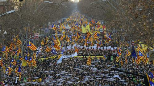 Espagne : au moins 200 000 manifestants à Barcelone contre le procès des indépendantistes