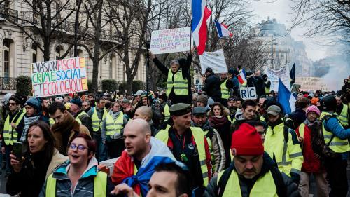"""DIRECT. """"Gilets jaunes"""" : à Paris, le cortège s'élance dans le calme, des rassemblements organisés en régions"""